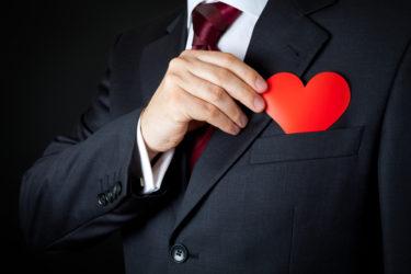 社内(職場)で既婚男性が好意のある女性に見せる態度や行動