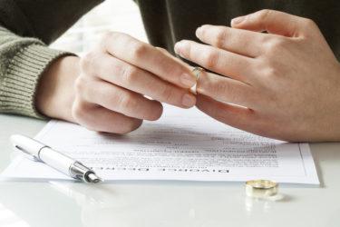 既婚男性の離婚の兆候。妻との離婚を考え決意し行動させる略奪愛の全て