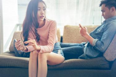 不倫相手の既婚男性が子供や奧さんの話をする心理と話をしない心理のメカニズム