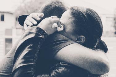 年下独身男性と年上既婚女性の別れ…忘れられない時の復縁方法。別れたくない女性も必見!