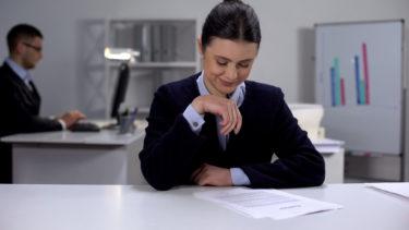 職場不倫のきっかけやリスク…バレる理由やバレずに続ける極意!バレて最悪の状況でも最小限のダメージに抑える方法も完全紹介!