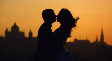 既婚者同士だけどソウルメイトだった時の意味と不倫か家族かどちらを選ぶか迷った時の判断基準や対処法